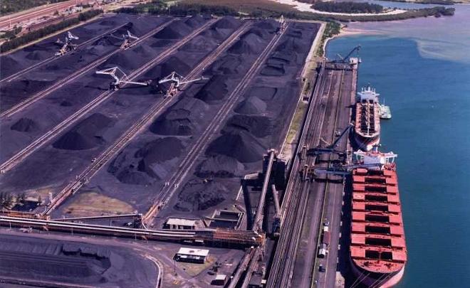 Carbón en puerto