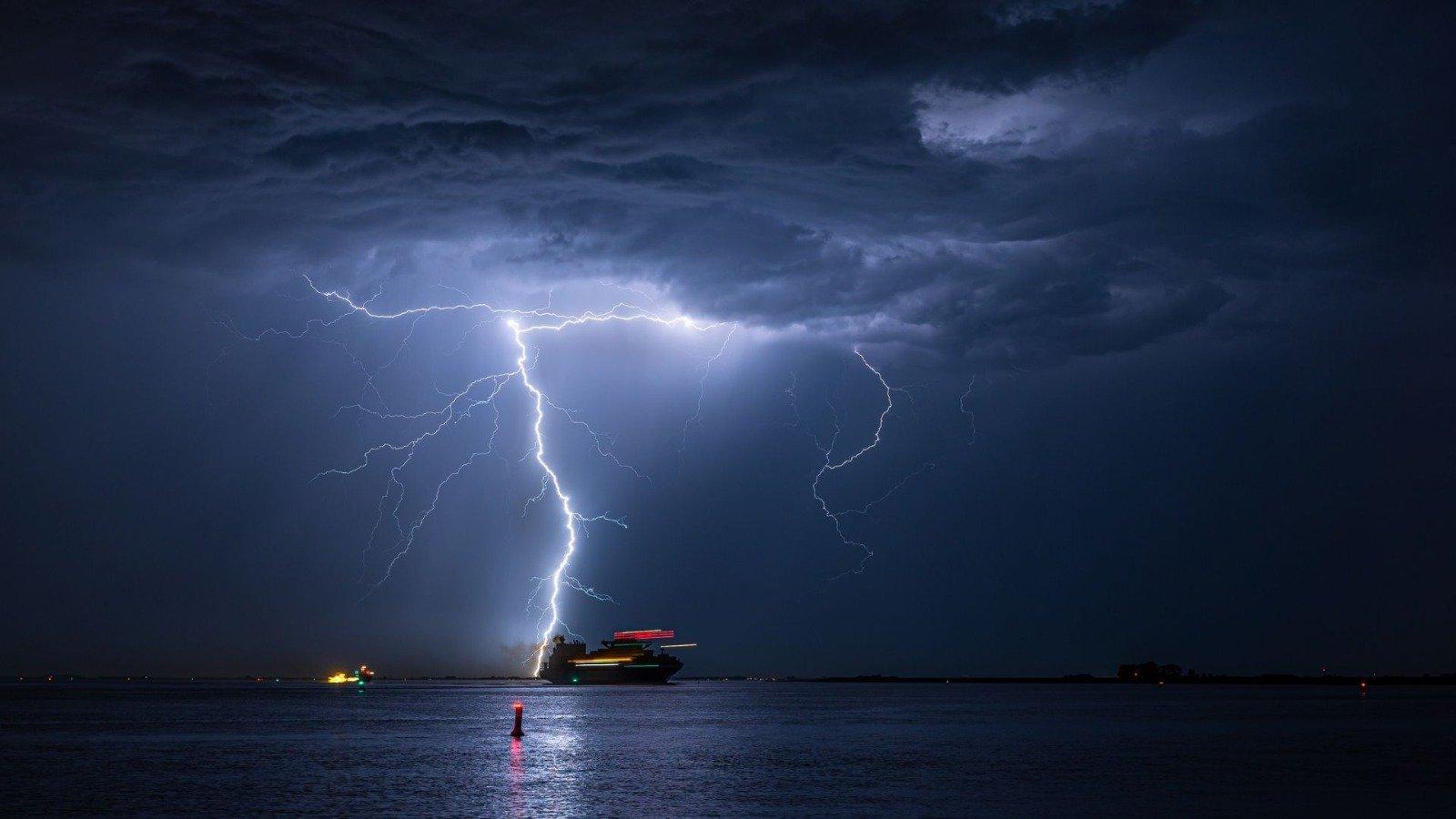 Efecto del rayo en barco