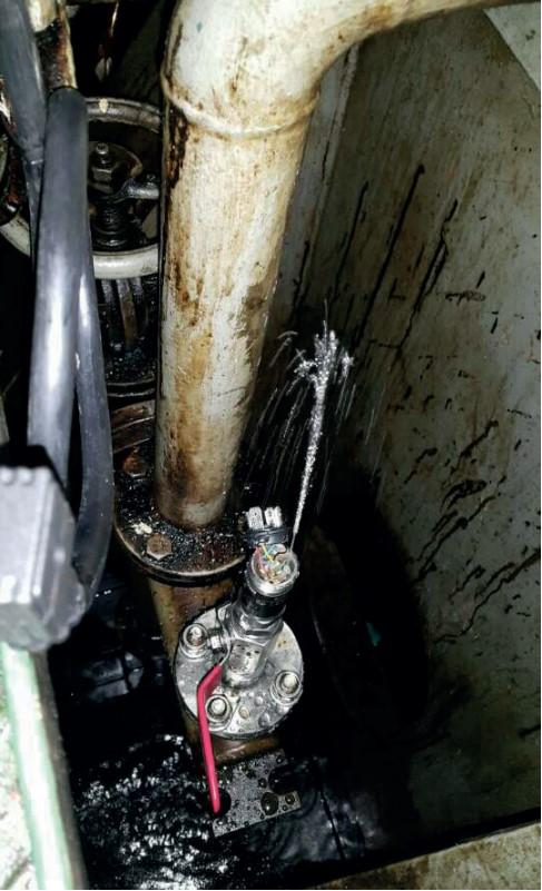 Fuga a consecuencia de la ruptura de la membrana del sensor en una aplicación con bomba de agua.